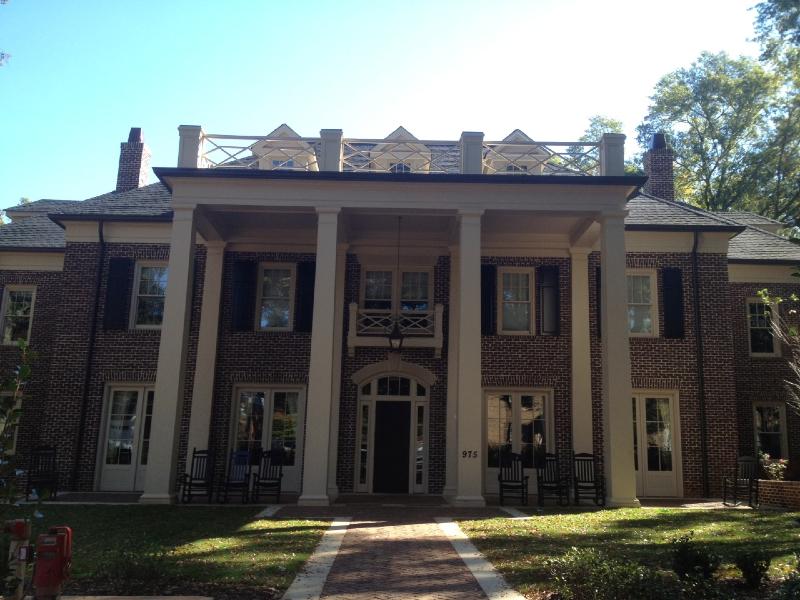 chi-phi-house-entrance2